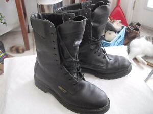 STC Thinsulate Black Leather Gore-Tex Boots - Size 9