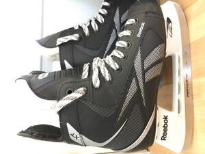 2 paires de patin pour garçon grandeur 4 et 6