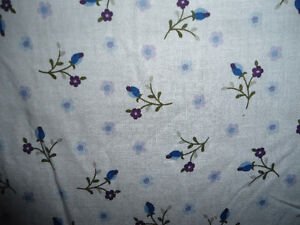 QUEEN SIZE Floral Bed Skirt -  LIKE NEW
