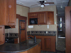 REDUCED Immaculate 2012 Greystone Heartland RES 33QS London Ontario image 6