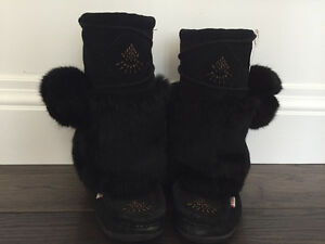 Women's NISKA 3 black rabbit collar mukluks