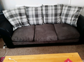 3 seater settee fee collect asap