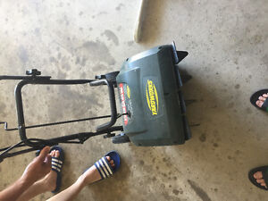Yardwork snowthrower 16inch 9A