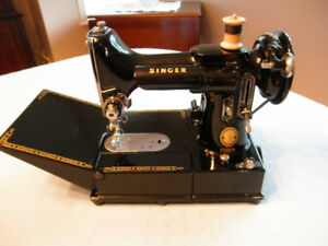 SINGER FEATHERWEIGHT 222K Free Arm Sewing Machine & Case 110V