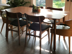 Structube walnut dining table & chairs (6)