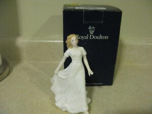 """Royal Doulton """"Sentiments Friendship"""" Figurine MINT"""