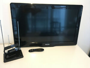 Philips TV, Remote Control, Antenna. Working Condition!