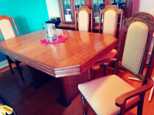 Dinning table set with 6 chairs.