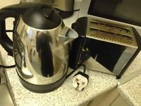 Used kettle and toaster