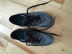 Soccer cleats Nike size 4