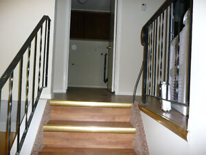 2 bed close to the Mall