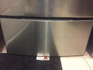 Pedestal LG Brand only  (No  washer Dryer )