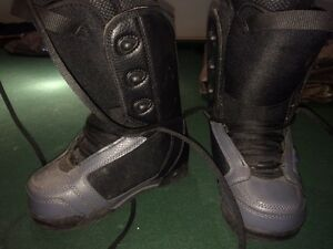 Black snowboard boots great deal!