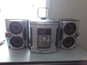 Sony 3 Disc Changer Home Stereo with remote (Model # HCD-GX25)