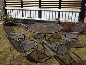 Patio / Garden Table and 6 matching chairs