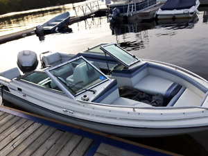 Bow rider with outboard motor and trailer available.