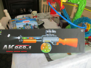 NEW TOY GUN RIFFLE,  LIGHTS UP, SPINS,  STILL IN THE BOX,