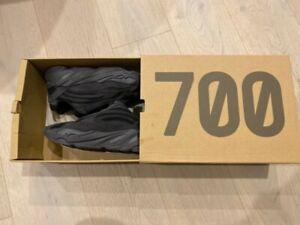 Yeezy Boost 700 V2 Vanta US 8.5