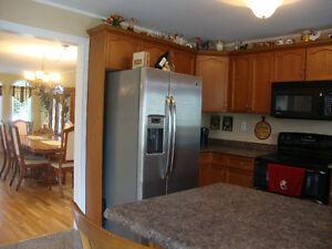 39 MARTIN AMHERSTBURG - BEAUTIFUL 5 BEDROOM, 2 STOREY Windsor Region Ontario image 4