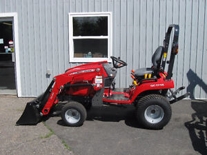REDUCED LEFTOVER Massey Ferguson 23hp Tractor with Loader