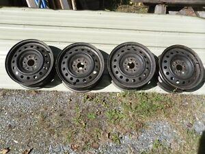 4 roue d'acier