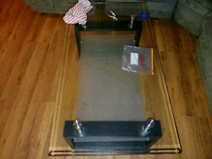 Table table center center in good condition