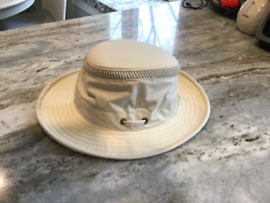 e7452ee7954ca Tilley Hat Airflo - Like New!