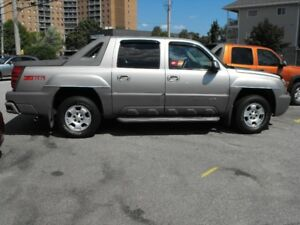 2002 CHEV AVALANCHE  LOADED  SUNROOF  CLEAN    SAFETIED OR AS-IS