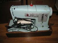 SINGER SEWING MACHINE WITH CASE WORKING