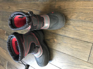 EUC North Face boots 12T