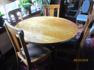 BEAUTIFULLY RESTORED ANTIQUE ROUND OAK TABLE AND 4 CHAIRS