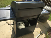 Moving sale:black & decker series 4500 bbq with side burner