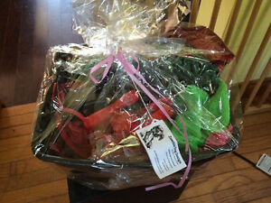 Amazing equestrian and pet lover gift baskets brand-new Cambridge Kitchener Area image 2