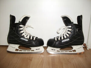 Patins de hockey (5 junior), 25$.