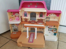 Children's doll house with furniture, just £7.00 now!