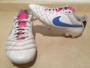 Women's Nike Tiempo Outdoor Soccer Cleats Size 8