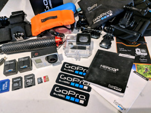 GO PRO 3+ SILVER EDITION, HARNESS ACCESSORIES & MEMORY CARDS