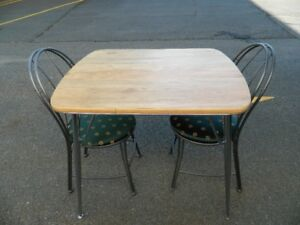 SMALL APARTMENT SIZE TABLE AND CHAIRS