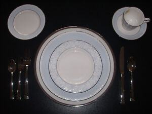 Brand New Lenox Hope placeware with Kirk  Stieff silverware West Island Greater Montréal image 1