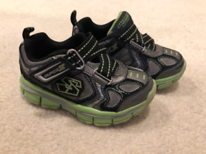 Skechers Size 7 shoes for toddler boy