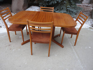 High Quality Midcentury Modern Teak Table & 6 Ladder Back Chairs
