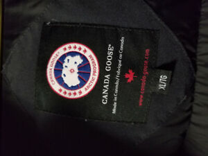I AM SELLING MY CANADA GOOSE - SIZE :XL  - PRICE:$450