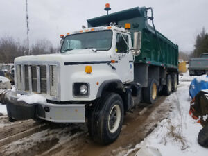 2001 International 2674 Tri Axle Dump