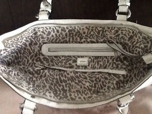 Guess purses / bag / wallet / wristlet Stratford Kitchener Area image 3