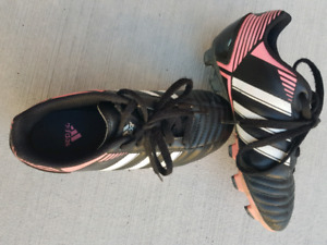 SOCCER SHOES  (CLEATS) SIZE 13
