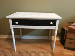 PRETTY LITTLE TABLE WITH ONE DRAWER ONLY $10