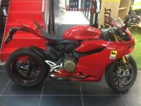 DUCATI 1199 S PANIGALE RED. STUNNING LOW MILEAGE 1 OWNER BIKE !!