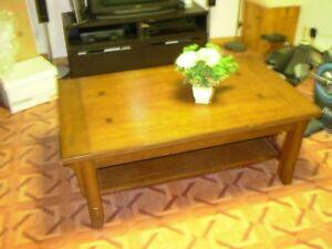 table de salon en chene massif valeur de 600.00