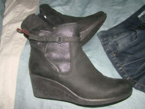 Women's size 11 UGGS. Black leather wedge boots
