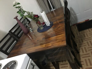 Table quality wood 6 chairs extendable